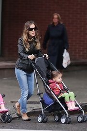 Sarah Jessica Parker went for a rainy day walk in simple and chic gray ballet flats.