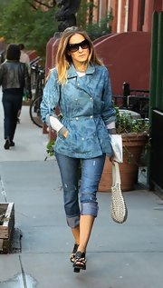 Sarah Jessica stepped out in this longer, fitted denim jacket with floral print designs.