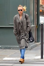 ScarJo looked divinely cozy-chic while strolling Paris in an oversized sweater coat.