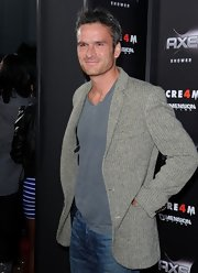 Balthazar Getty arrived at the premiere of 'Scream 4' in a stylish gray herringbone patterned blazer.