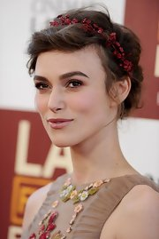 Keira Knightley looked regally romantic with this soft-swept updo and red garland in her hair.