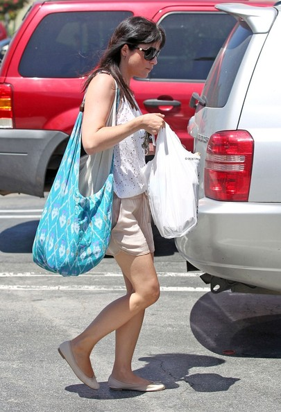 Selma Blair went hippie-chic in this blue Ikat print bag while out running errands.