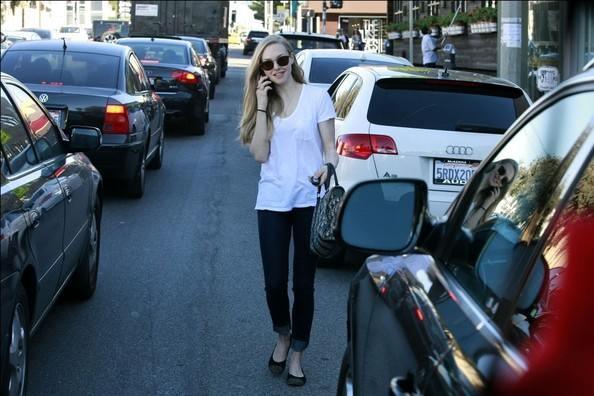 More Pics of Amanda Seyfried Skinny Jeans (8 of 12) - Skinny Jeans Lookbook - StyleBistro