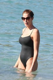 Stephanie Seymour enjoyed a day at the beach wearing a pair of cateye sunnies with a one-piece black swimsuit.