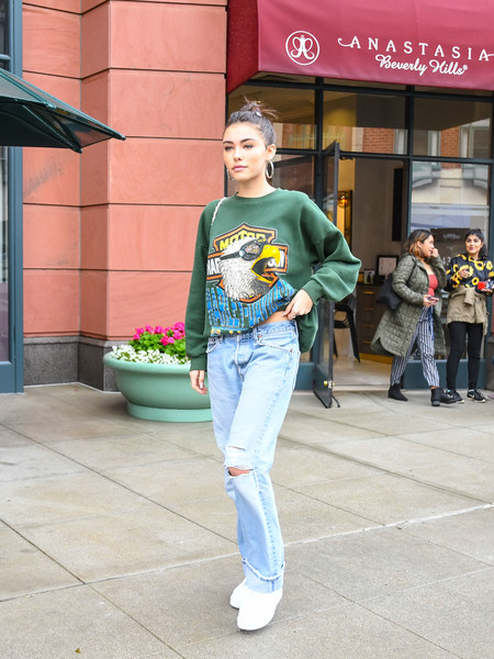 Madison Beer teamed her shirt with ripped blue jeans.