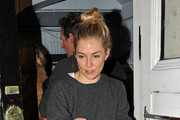 Sienna Miller Rocks Acid-Washed Skinny Jeans