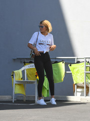 For her footwear, Sofia Richie chose a pair of white leather sneakers by Puma x The Kooples.