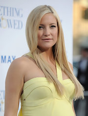 Kate Hudson looked perfectly polished on the red carpet of 'Something Borrowed.' The actress completed her mellow yellow Versace dress with sleek side parted locks.