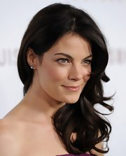 Actress Michelle Monaghan showcased her layered curls while attending the premiere of 'Somewhere'.