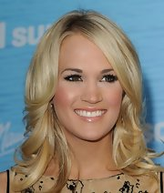Carrie Underwood was simply glowing at the premiere of 'Sucker Punch.' Gold shadow lined her lower lids while a opaque white was used to accent her brow bone.