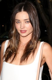 Miranda Kerr sported a casual center-parted style at the Stella McCartney presentation.