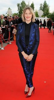 Edith Bowman chose this metallic blue pantsuit for her red carpet look at 'The Stone Roses.'