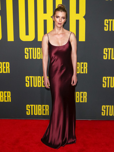 Betty Gilpin looked alluring in a burgundy silk slip gown at the premiere of 'Stuber.'