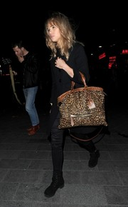 Suki Waterhouse styled her all-black outfit with a fierce studded leopard-print tote by Burberry Prorsum during the Prowl House launch party.