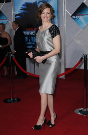 "Actress Elizabeth Banks arrives on the red carpet wearing these stunning ""Bow Satin d'Orsay Pumps"" which bring out the black detailing on her silver ""Shift Dress"" by Farah Angsana."