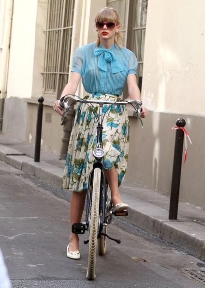 Taylor Swift Films in Paris