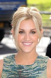 Ashley Roberts kept her red carpet look playful and casual with a messy ponytail.