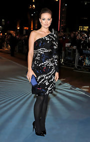Olivia Wilde carried a sapphire-colored clutch, which perfectly complemented the midnight blue sequins of her Armani dress.