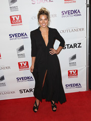 Ashley Hart complemented her LBD with black cross-strap platform sandals.