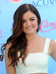 Lucy's soft waves had a romantic tousled touch to them at the 2013 Teen Choice Awards.