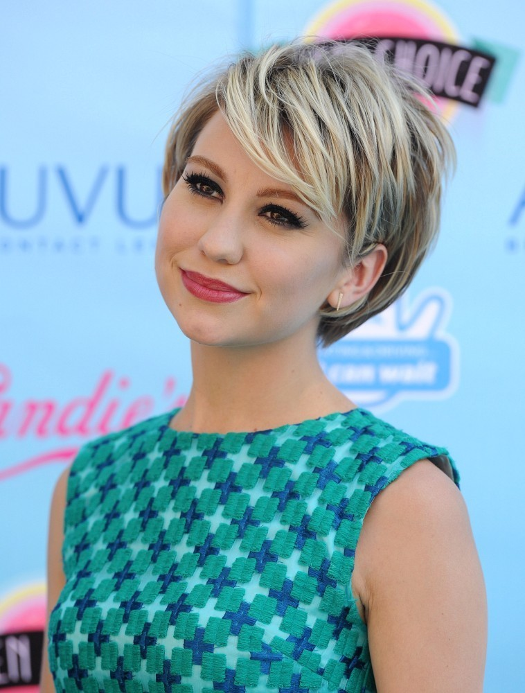 More Pics Of Chelsea Kane Short Cut With Bangs 4 Of 8