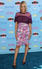 Tia went floral feminine with this pink and purple pencil skirt.