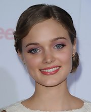Bella Heathcote painted her eyelids with lovely pink eyeshadow for the Teen Vogue event.