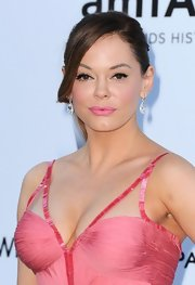 Rose McGowan added an exquisite pair of white diamond drop earrings to her look for the 2012 amfAR Gala.