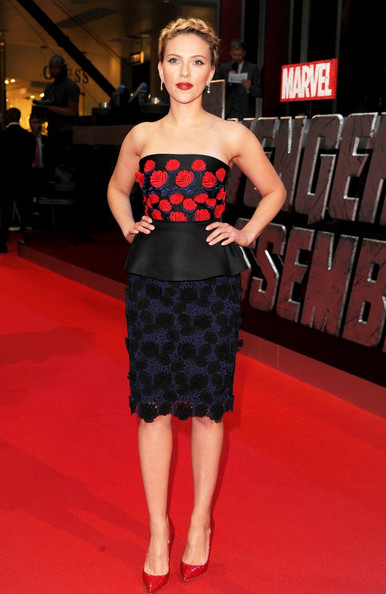 Scarlett Johansson attended 'The Avengers' premiere in London wearing the perfect pair of bright patent leather pumps that exactly matched the red carpet.