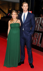 Elsa's green chiffon gown was stunning on the red carpet of the 'Avengers' premiere in London.