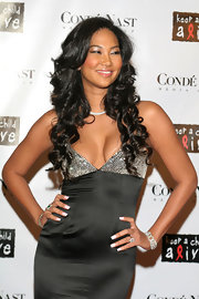 Kimora Lee looked super chic in her glamorous dress. She paired her look with cascading curls.