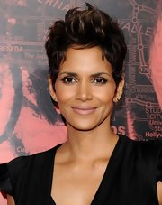 Halle Berry proved with a nude lip that you don't need a lot of makeup to look fabulous.