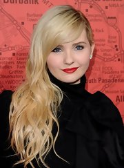 Abigail Breslin looked like a little bombshell with blonde locks and bright red lips.