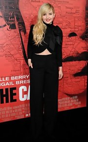 Abigail Breslin's wide legged pants dressed up her red carpet look at 'The Call' premiere.