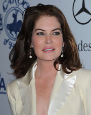 Lara Flynn Boyle kept it simple with a high-volume shoulder-length 'do.