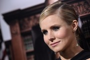 Kristen Bell complemented her updo with an elegant pair of dangling diamond earrings.