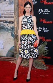 Krysten Ritter complemented her busy-looking frock with simple black pointy pumps by Jimmy Choo.