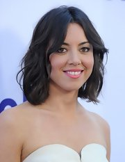 A pretty pink lipstick was the highlight of Aubrey's beauty look of 'The To Do List' premiere in LA.