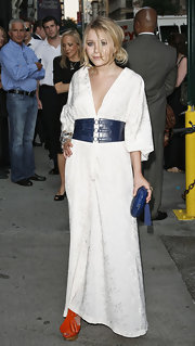 This loose bun gives Mary Kate's Kimono style dress a relaxed look.