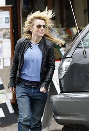 Geri wears a classic pair of aviator glasses with brown lenses.