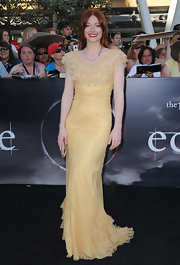 Bryce opted for a summery, ruffled, yellow gown that looked fabulous with her red hair.