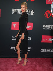 Karlie Kloss accessorized her look with a silver box clutch by Edie Parker when she attended the Mayweather vs. McGregor pre-fight party.