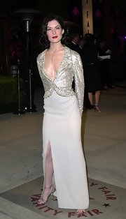 Lara Flynn Boyle paired a long nude skirt with a sparkly blouse for a totally sophisticated look.