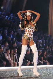 Selita rocks the runway with these white over-the-knee boots.
