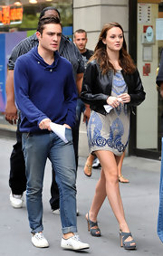Ed goes for a more casual look on the set of Gossip Girls, while wearing these white canvas shoes which dress down his look.