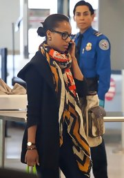 Kerry Washington chose a colorful geometric-print scarf to add some pops of color to her travel look.