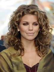 With her sultry eye makeup and sexy, springy curls, AnnaLynne McCord chose a soft neutral for her lips. To try her look at home, go for a matte or satin finish lipstick in a shade similar to your own skin tone. A great product option is Make Up For Ever Rouge Artist Intense. This lipcolor comes in both matte and satin finishes and in a large range of colors.