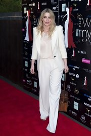 To keep her red carpet look sleek and sophisticated, Emma Atkins topped it off with a cream blazer.