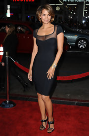 The beatiful Miss Berry looked smokin' hot in a fitted Herve Leger LBD and a chin length honey-highlighted bob.