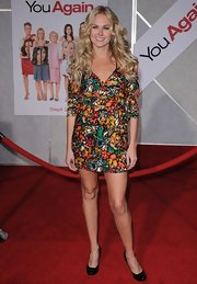 Laura Belly Bundy pared down her colorful mini dress with classic black round toe pumps.